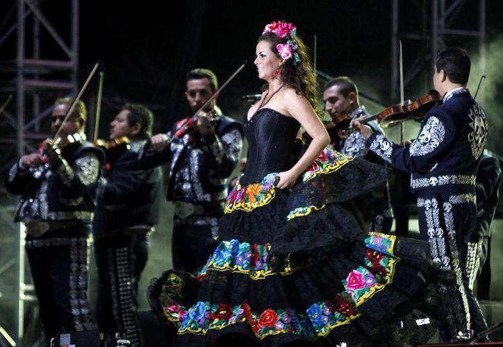 La cantante Edith Márquez lanzará próximamente 'Emociones II', la 12ava producción discográfica de su trayectoria. (Archivo Notimex)