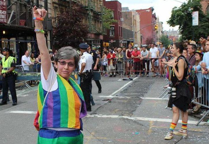 Los asistentes a la marcha del Día del Orgullo en las calles de Nueva York dijeron que ahora se vive 'una nueva era'. (Notimex)