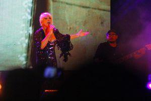 Yuri en concierto en Plaza Carnaval Mérida 2014