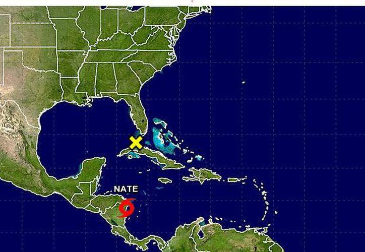 La tormenta está a unos 15 kilómetros (10 millas) al sur de Puerto Cabezas, Nicaragua, y se desplaza en dirección noroccidental a casi 13 kph. (NOAA)