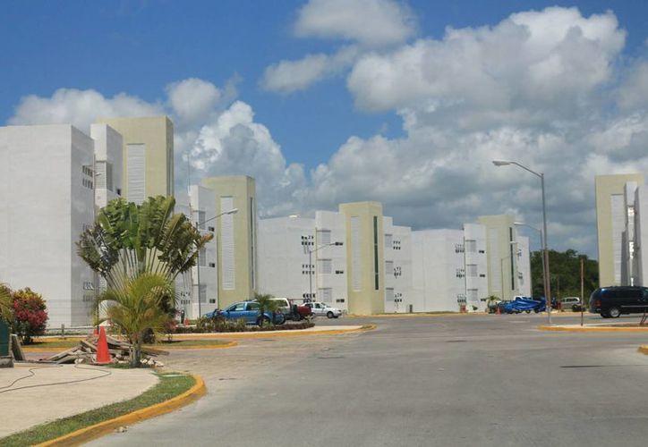 Los habitantes del fraccionamiento Villa Maya atribuyen la falta de agua a una deuda de la desarrolladora Homex. (Adrián Barreto/SIPSE)