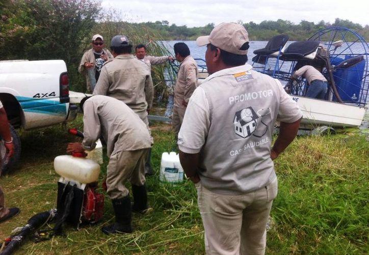 Las labores como la fumigación y la descacharrización en el combate del dengue fueron solicitadas por la población de la ribera. (Edgardo Rodríguez/SIPSE)