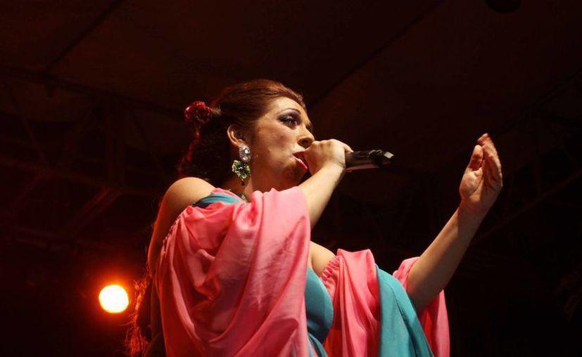 Regina Orozco se presentó en el Remate del Paseo de Montejo con un show lleno de comedia y drama. (Cortesía)