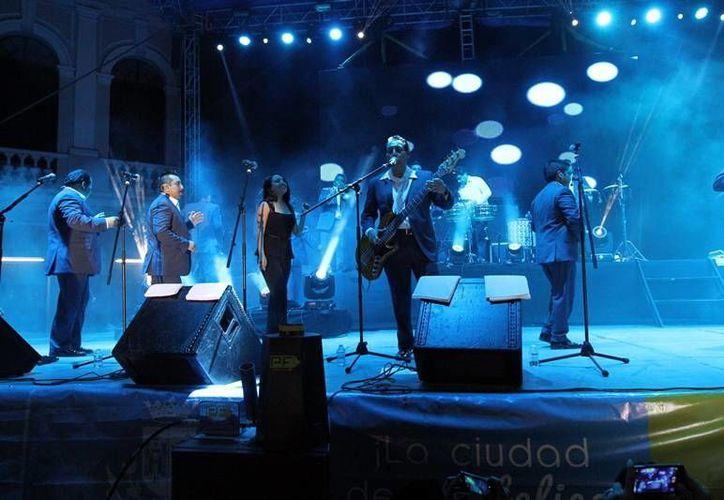 """El concierto de """"Los Ángeles Azules"""" fue uno de los espectáculos que registró gran asistencia en la Plaza Grande del centro de Mérida. (Milenio Novedades)"""