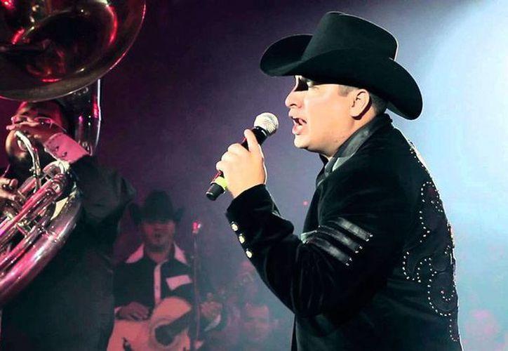 El cantante Juilón Álvarez, nombrado el primer 'coach' de La Voz... México, tiene poca experiencia, comparada con la de los otros 'nombres' que se mencionan como Chayanne, Enrique Iglesias o Ricky Martin. (elvunker.tv)