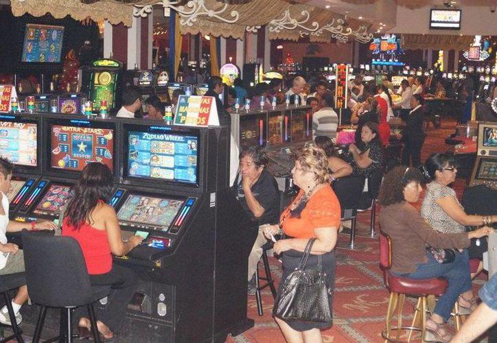 """Actualmente suman ya cinco casinos donde la gente puede """"alimentar"""" las maquinas en Chetumal. (Archivo/SIPSE)"""