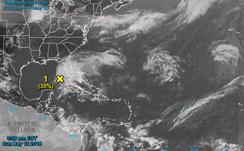 Autoridades vigilan sistema tropical en el Golfo de México