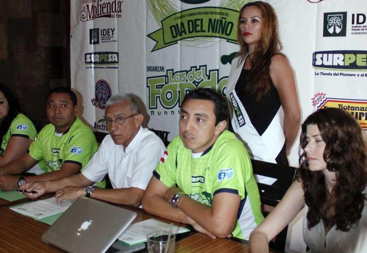 """Corredores """"Los del Fondo"""" informaron que premiarán a niños con medallas. (Juan Albornoz/SIPSE)"""