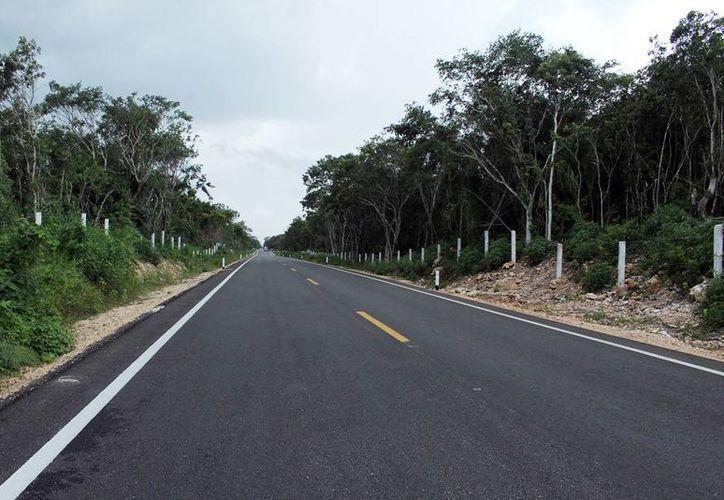 Se invertirán 40 mdp para mejorar 7.7 km de longitud. Imagen de la modernización de la carretera Muna-Peto. (Milenio Novedades)