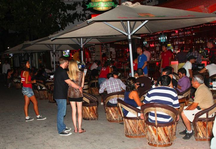 Los restauranteros de la Quinta Avenida esperan llenar sus locales durante el Festival de Jazz de la Riviera Maya. (Daniel Pacheco/SIPSE)