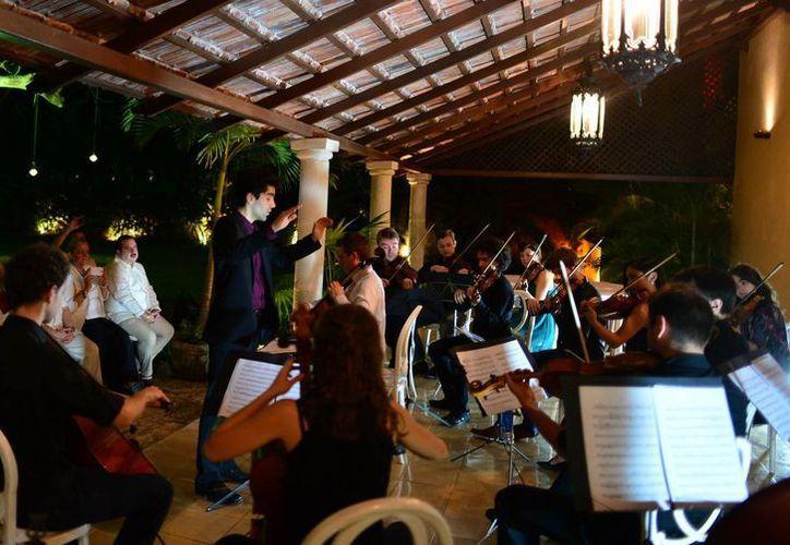 El conjunto estuvo bajo  la dirección de Marc Leroy Calatayud. (Luis Pérez/SIPSE)