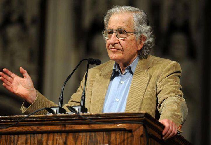 Chomsky pidió al presidente Obama proceder ante la necesidad urgente de 'perdonar' a millones de indocumentados. (wixstatic.com)