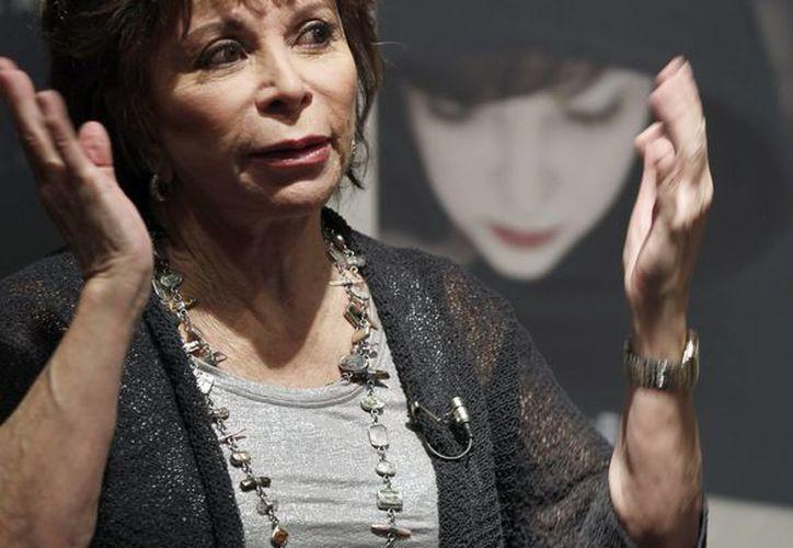 """La escritora chilena Isabel Allende en la presentación de su libro """"El juego de Ripper"""". (EFE/Archivo)"""