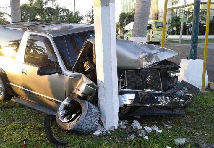 El accidente provocó tráfico vehicular en la zona. (Redacción/SIPSE)