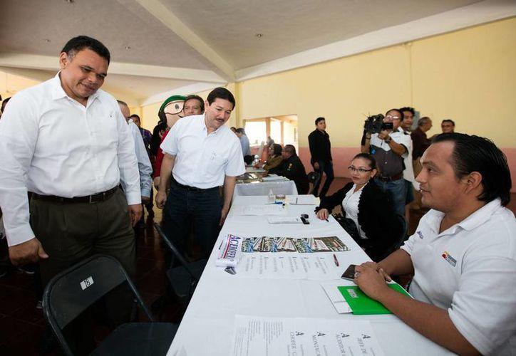 Mil 401 vacantes para estudiantes de la CTM y personas del oriente de Mérida se ofertaron este martes en la Feria del Empleo para jóvenes del Gobierno de Yucatán. (Foto cortesía del Gobierno)