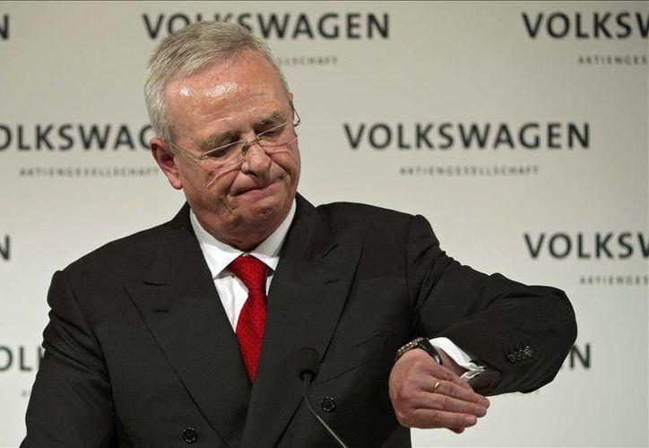 Martin Winterkorn, presidente de Volkswagen, dimitió de su cargo este miércoles tras una reunión con el comité de supervisión y reconoció su culpa en el escándalo que envuelve a la automotriz. (EFE)
