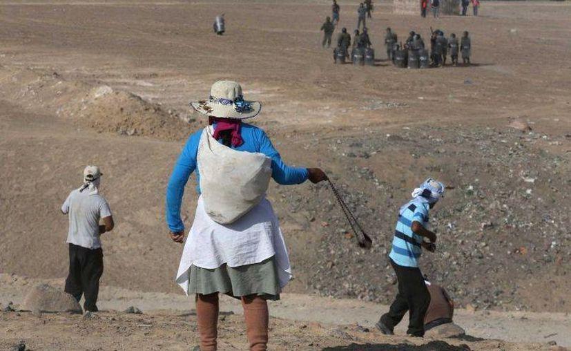 El plan minero de cobre de Grupo México en Perú ha provocado protestas multitudinarias de campesinos de la zona, que indican que la extracción de cobre contaminará las aguas. (Archivo/AP)
