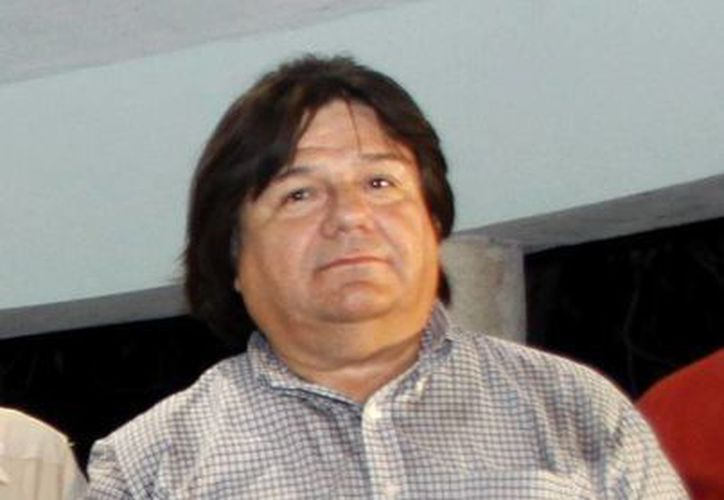 Roberto Tello Martínez ya tomó protesta como nuevo director de la ENSY. (SIPSE)