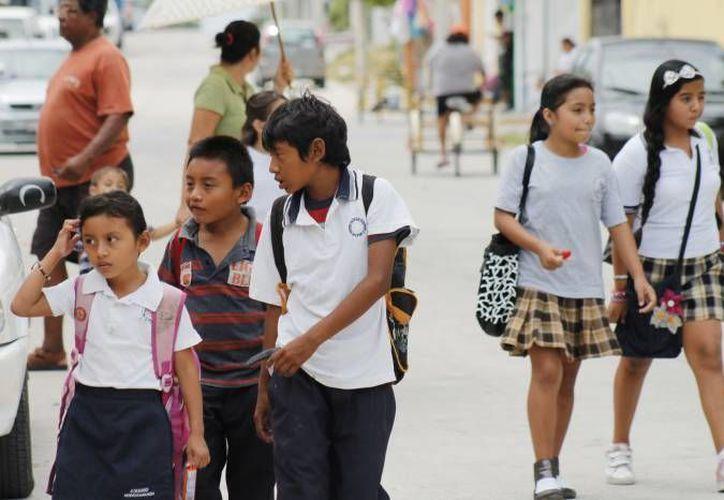 La SSEP está entregando  computadoras, tipo tableta, a alumnos de quinto grado de primaria en diferentes entidades del país. (Archivo/SIPSE)