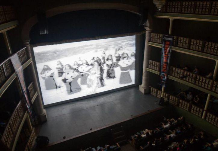 Sólo 30 por ciento de las cintas producidas en México llegan a exhibirse en cines, por lo que es necesario crear nuevos espacios y foros para darle cabida a toda la producción nacional. (Notimex)