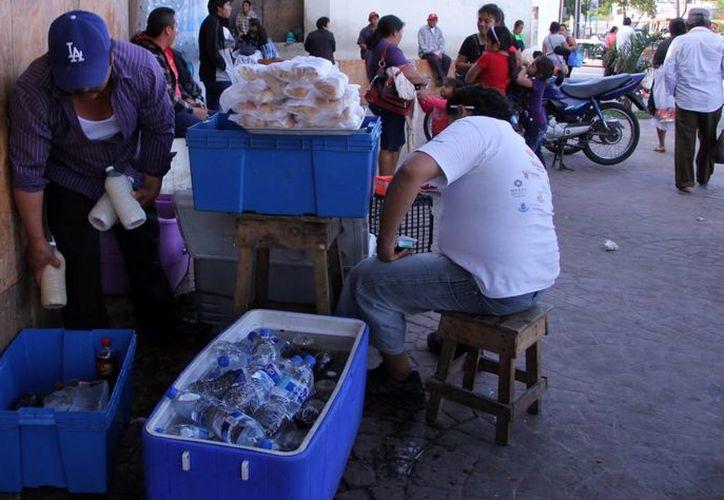 La venta callejera de alimentos en Mérida ha ido en aumento en los últimos años. (José Acosta/SIPSE)