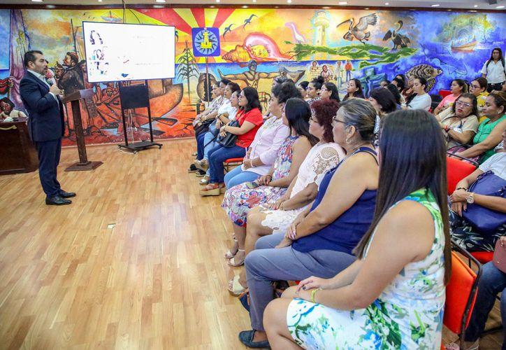 En Isla Mujeres cada vez son más las mujeres informadas, participativas y conocedoras de sus derechos. (Foto: Redacción)