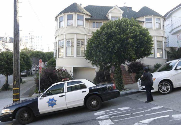 El fuego causó daños menores en la casa de San Francisco donde se filmó la película 'Papá por siempre'. (AP)
