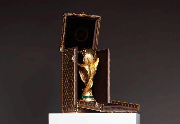 Estuche de Louis Vuitton para el trofeo de campeón del Mundial. (theobjetive.com)