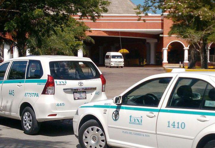 Opinan que deben analizar la capacidad de pago de los posibles usuarios del taxi. (Daniel Pacheco/SIPSE)