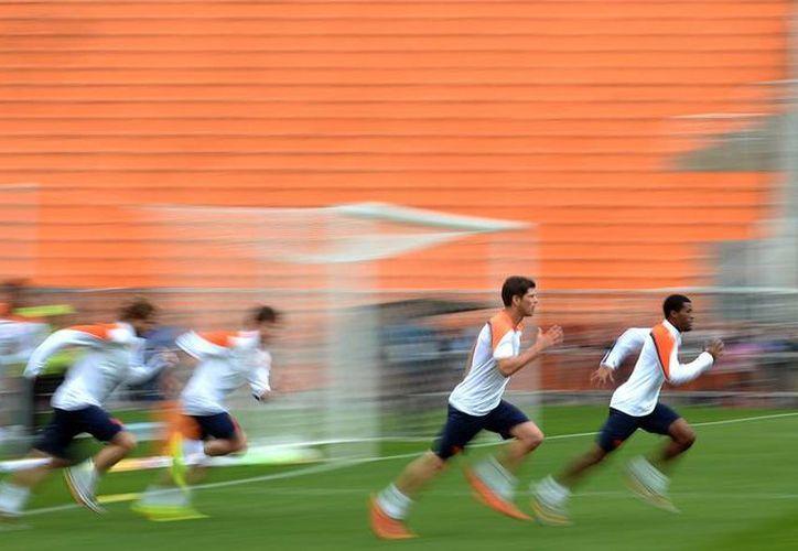 La selección holandesa se prepara a conciencia para el encuentro con su similar de Argentina. (AP)