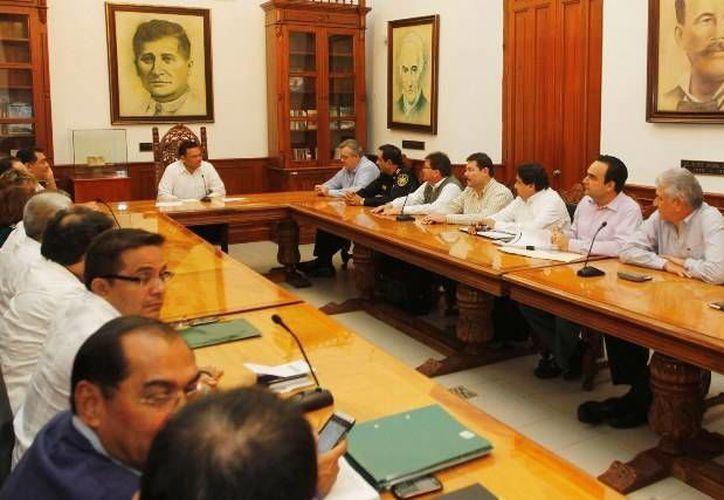 El gobernador Rolando Zapata reunió a los titulares de su gabinete para trabajar sobre los cinco ejes en los cuales se cimienta el renovado pacto social. (Cortesía)