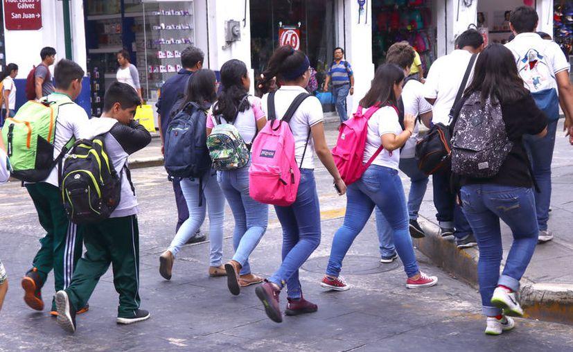 El incremento en las becas busca apoyar a los alumnos que no alcanzaron cupo en escuelas públicas. (Novedades Yucatán)