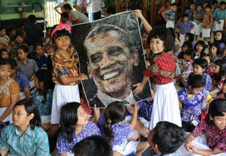 Niños indonesios celebran el triunfo electoral del presidente Obama. (Agencias)