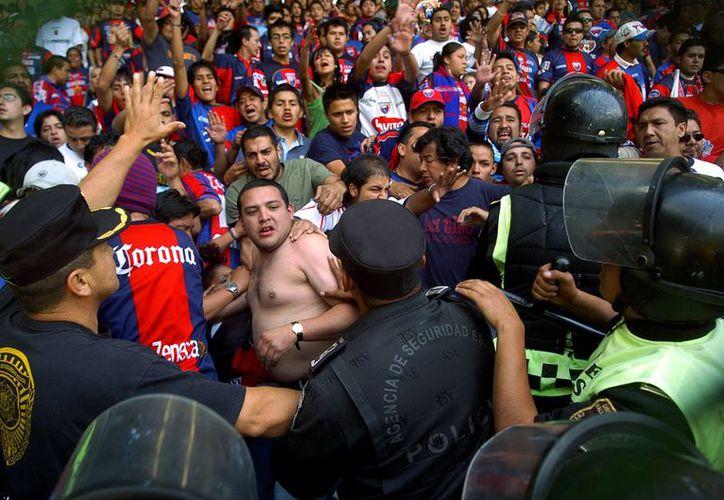 De María recalcó que los ciudadanos que incurran en actos violentos antes, durante y después de un partido deben ser castigados. (Foto: Agencias)