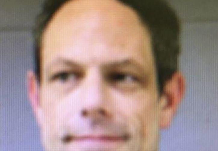 El profesor Jason Adams fue suspendido mientras se desarrolla la investigación en su contra. (AP)