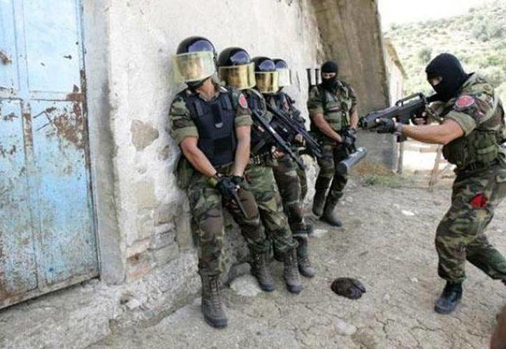 Agentes del grupo Operativo Especial de los carabineros realizaron las detenciones de los mafiosos italianos. (Archivo Agencias)