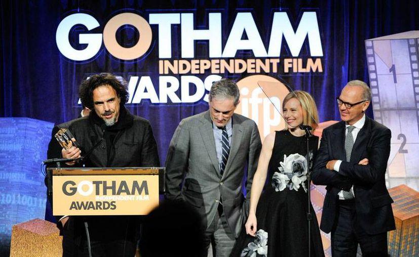 La película Birdman, del mexicano Alejandro González Iñárritu, se llevó la noche en los premios de cine independiente. Ganó los Gotham como Mejor Película y Mejor Actor. (AP)