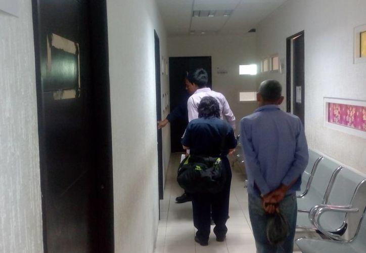 Uniformados trasladaron al joven a la Unidad de Delitos Contra la Vida. (Eric Galindo/SIPSE)