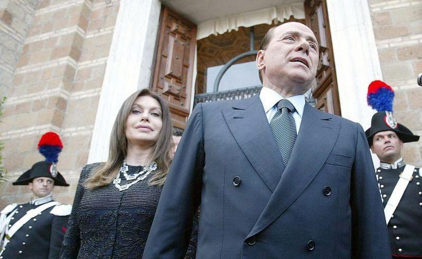 El ex primer ministro italiano, Silvio Berlusconi, con su ex mujer, Veronica Lario. (EFE/Archivo)