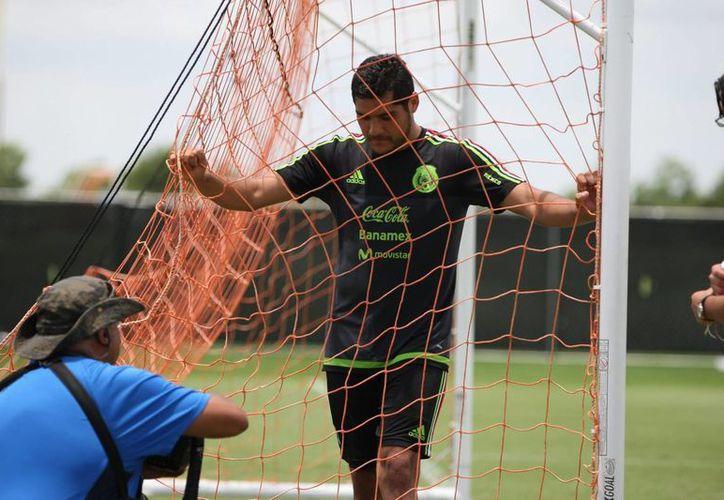 Ya está definido el once titular con el que México enfrentará este viernes a Cuba en la Copa Oro. En la foto, Javier 'Chuletita' Orozco, quien llegó en reemplazo de 'Chicharito' Hernández, será suplente. (Notimex)
