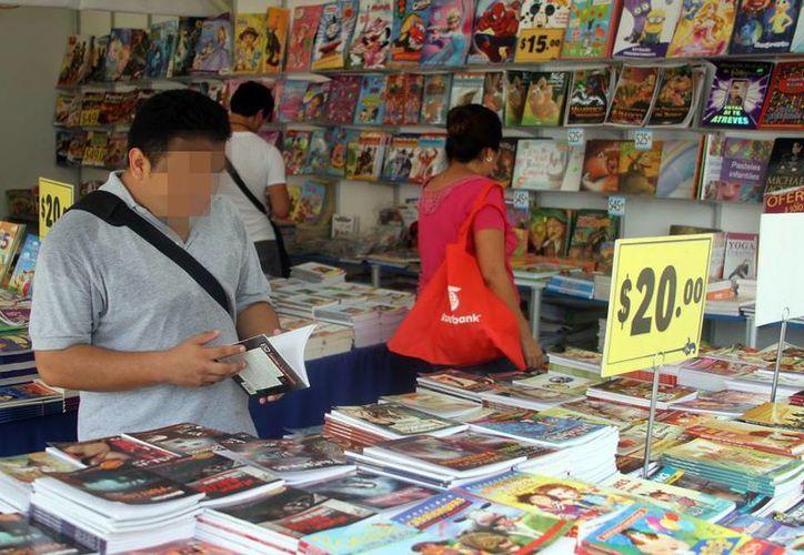 Esta expo, como parte del FICMaya, inició el sábado pasado  la Feria del Remate del Libro, en la Plaza Grande, y concluirá este domingo. (Milenio Novedades)