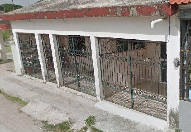 Esta es una foto de la casa frente a la cual al parecer se aparecieron como fantasmas dos niños que fallecieron quemados en un accidente. (Jorge Moreno/Milenio Novedades)