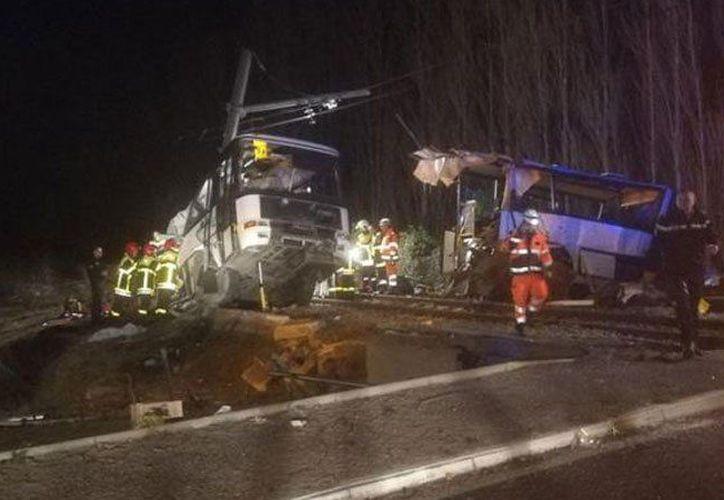 Al lugar de los hechos se desplazaron 70 bomberos, 10 vehículos de emergencia y helicópteros. (Foto: @VachonDidier)