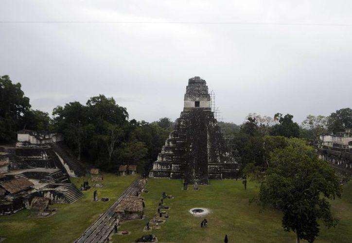 Vista del templo del Gran Jaguar, la construcción principal de la ciudad más grande de Tikal. (EFE/Archivo)