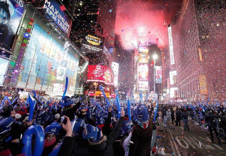 La policía de Nueva York desplegará siete mil agentes para garantizar la seguridad de los festejos de año nuevo. (trumphotels.com)