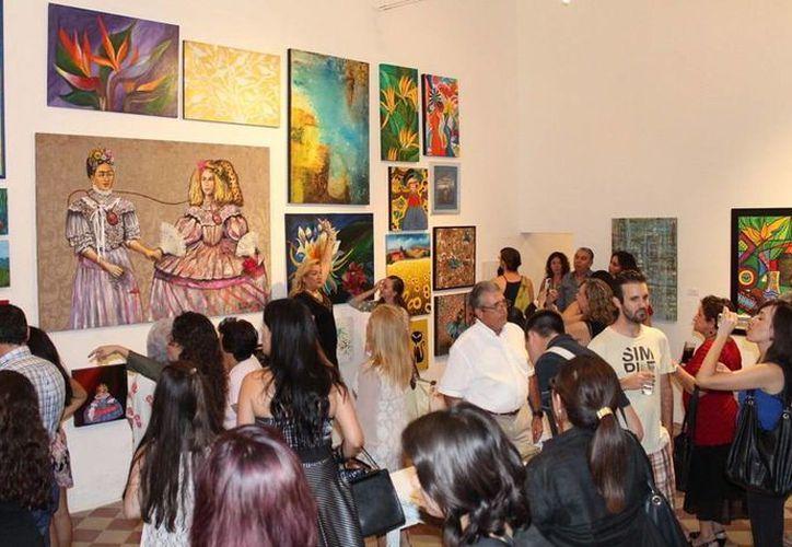 El Centro de Artes Visuales de Mérida alberga la muestra 'Mujeres que se acercan al arte 2015'. (SIPSE)