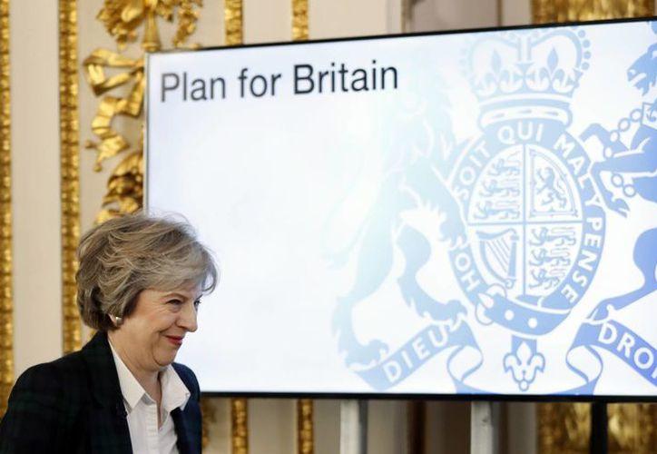 La primera ministra de Gran Bretaña, Theresa May, sonríe mientras llega a la conferencia para ofrecer un discurso acerca de la salida de la Unión Europea, en Lancaster House en Londres, este martes, 17 de enero de 2017. (AP Photo/Kirsty Wigglesworth, pool)