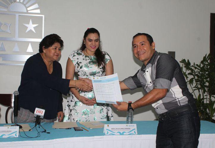 La Sefiplan digitalizó las solicitudes de licencias de bebidas alcohólicas para que puedan realizarse en línea. (Ángel Castilla/SIPSE)
