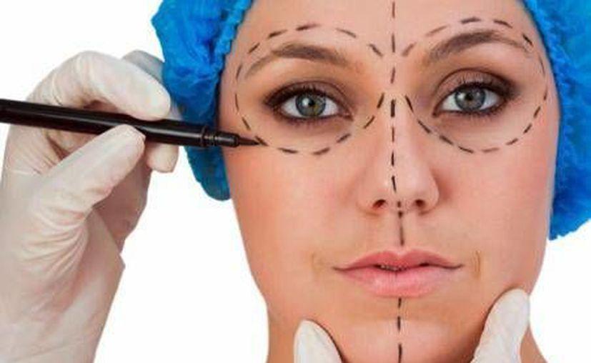 De 100 pacientes que se someten a cirugías plásticas estéticas, al menos 85% están en riesgo de acudir con personas semiprofesionales. (Foto de Contexto/Internet)
