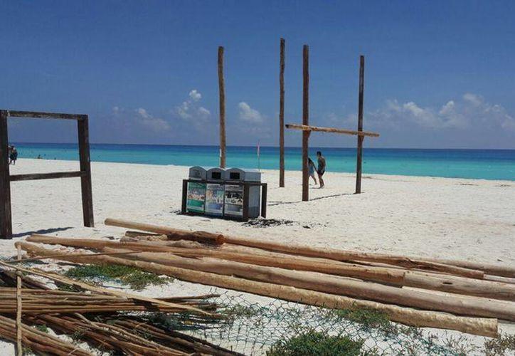 La Zofemat pretende extender la zona certificada con la 'Blue Flag' en Playa Delfines. (Jesús Tijerina/SIPSE)